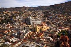 Casas coloreadas iglesias Guanajuato México Fotos de archivo