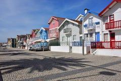 Casas coloreadas rayadas, Costa Nova, Beira Litoral, Portugal, EUR Imágenes de archivo libres de regalías