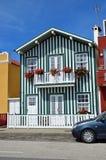 Casas coloreadas rayadas, Costa Nova, Beira Litoral, Portugal, EUR Imagen de archivo libre de regalías