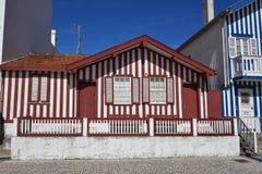 Casas coloreadas rayadas, Costa Nova, Beira Litoral, Portugal, EUR Fotos de archivo libres de regalías