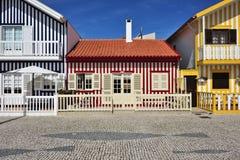 Casas coloreadas rayadas, Costa Nova, Beira Litoral, Portugal, EUR Imagen de archivo
