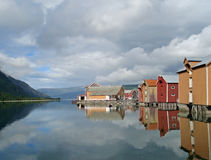 Casas coloreadas viejas de Mosjoen, Noruega Imagenes de archivo