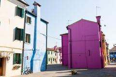 Casas coloridas Burano tradicionais, Veneza Imagens de Stock Royalty Free
