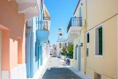 Casas coloridas cor pastel - ilha Grécia de Andros Foto de Stock Royalty Free