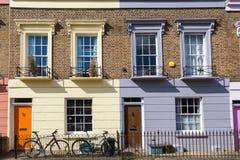 Casas coloridas de Camden Town - Londres, Reino Unido Imagen de archivo
