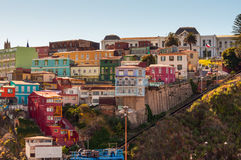 Casas coloridas de Valparaiso no monte Fotos de Stock Royalty Free
