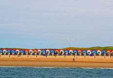 Casas coloridas Dutch em uma praia Foto de Stock Royalty Free