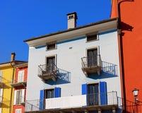 Casas coloridas em Ascona em Ticino em Suíça Fotografia de Stock