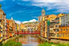 Casas coloridas em Girona, Catalonia, Espanha foto de stock royalty free