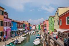 Casas coloridas en Burano, Italia Foto de archivo libre de regalías