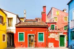 Casas coloridas en Burano, Venecia, Italia Foto de archivo libre de regalías