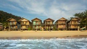 Casas coloridas en el frente de la playa Fotografía de archivo libre de regalías