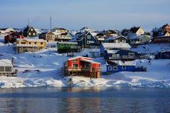 Casas coloridas en Groenlandia Imagen de archivo libre de regalías