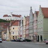Casas coloridas en la calle de Landshut, Alemania Fotografía de archivo