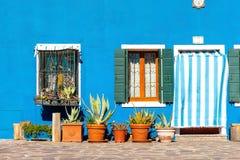Casas coloridas en la isla de Burano cerca de Venecia, Italia imagenes de archivo