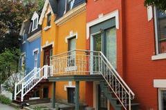 Casas coloridas en Montreal Imagen de archivo libre de regalías