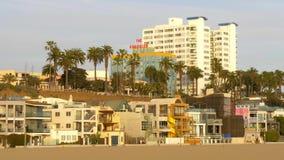 Casas coloridas en Santa Monica Ocean Front Walk - LOS ANGELES, los E.E.U.U. - 29 DE MARZO DE 2019 almacen de metraje de vídeo