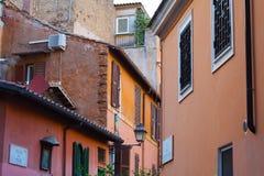 Casas coloridas en Trastevere, Roma Imágenes de archivo libres de regalías