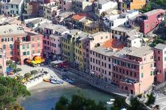 Casas coloridas en Vernazza Imagen de archivo libre de regalías