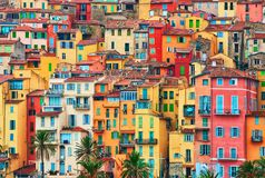 Casas coloridas na parte velha de Menton, Riviera francês, França foto de stock