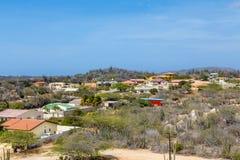 Casas coloridas no deserto de Aruba Imagens de Stock