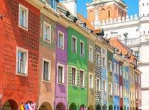 Casas coloridas no mercado velho em Poznan, Polônia fotografia de stock