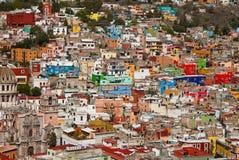 Casas coloridas nos montes Foto de Stock