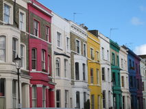 Casas coloridas perto da rua de Portobello, Londres, Inglaterra imagens de stock