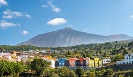 Casas coloridas perto de Teide foto de stock royalty free