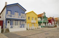 Casas coloridas típicas de Costa Nova, distrito de Aveiro, Portugal Fotografía de archivo libre de regalías