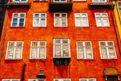 Casas coloridas típicas e exteriores da construção na cidade velha de Copenhaga Fotografia de Stock Royalty Free