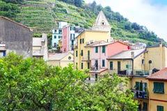 Casas coloridas tradicionales en el La Spezia Italia del pueblo de Manarola Imagen de archivo