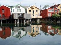 Casas coloridas velhas de Mosjoen, Noruega Fotos de Stock