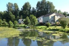Casas com acesso, Portland da beira do lago OU. Imagens de Stock