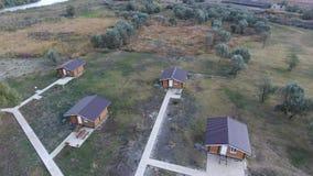 Casas com base em casas de resto para turistas e caçadores vídeos de arquivo