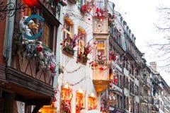 Casas con la decoración de la Navidad Imagen de archivo libre de regalías