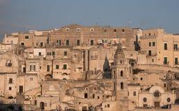 Casas construídas na rocha na cidade da caverna de Matera, Sassi di Matera, Basilicata Itália imagens de stock