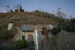 Casas da caverna na vizinhança de Sacromonte, Granada, Espanha imagem de stock