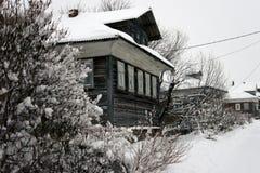 Casas da vila no inverno Imagens de Stock Royalty Free
