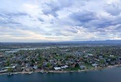 Casas das proximidades do lago Imagens de Stock Royalty Free