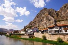 Casas de Amasya y tumbas de los reyes Imagenes de archivo