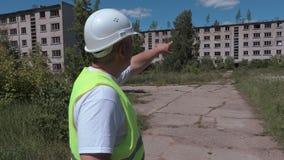 Casas de apartamento abandonadas exibição do construtor filme