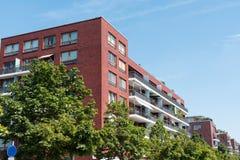 Casas de apartamento modernas vermelhas Imagem de Stock Royalty Free