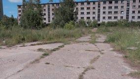 Casas de apartamento velhas abandonadas video estoque