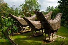 Casas de barco tradicionales de Torajan Imágenes de archivo libres de regalías
