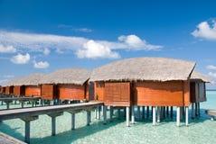 Casas de campo da água/Bunglaws em Maldives. Imagem de Stock
