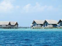 Casas de campo da casa de campo da água na ilha fotografia de stock