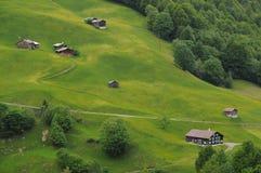 Casas de campo da montanha nos cumes de Áustria Imagens de Stock