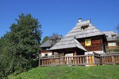 Casas de campo de madeira velhas Fotos de Stock