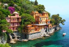 Casas de campo do beira-mar em Italy fotografia de stock royalty free